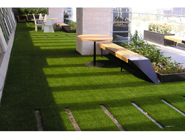 Artificial Turf for Commercial Use - 1
