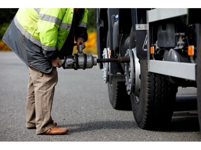 Mobile Truck Tyre Changer || 0498 877 017 - 1