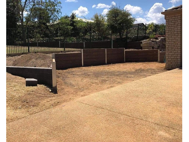 Concrete sleeper retaining wall - Front. - Rogers Little Loaders - 6