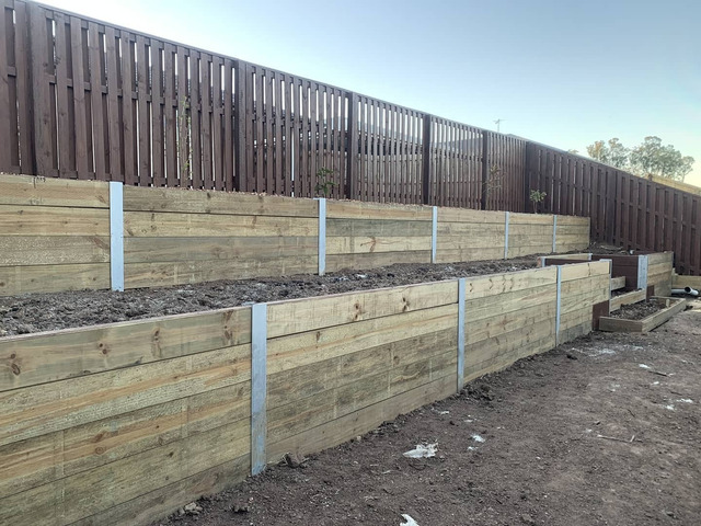 Double tier retaining in Collingwood Park - Rogers Little Loaders - 6