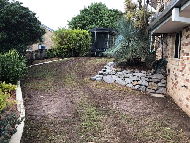 Garden beds, paving strip and full returf. - Rogers Little Loaders - 2