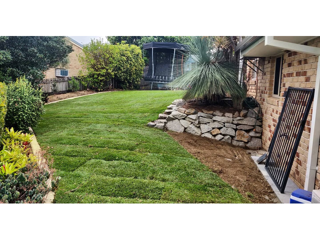 Garden beds, paving strip and full returf. - Rogers Little Loaders - 7
