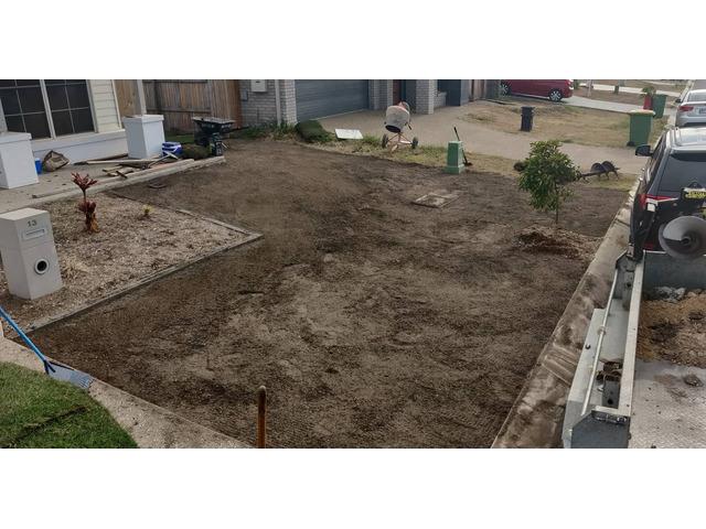 270m returf in 2 long days - Frontyard - Rogers Little Loaders - 4