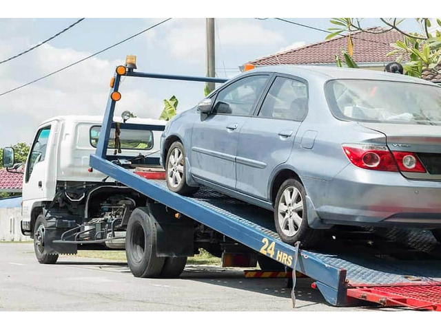 Affordable 24 Hours Towing Service in Richmond - Richmond Fast Towing - 1