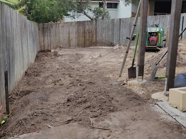 Fencing, retaining, earthmoving and turfing. View 1 - 7