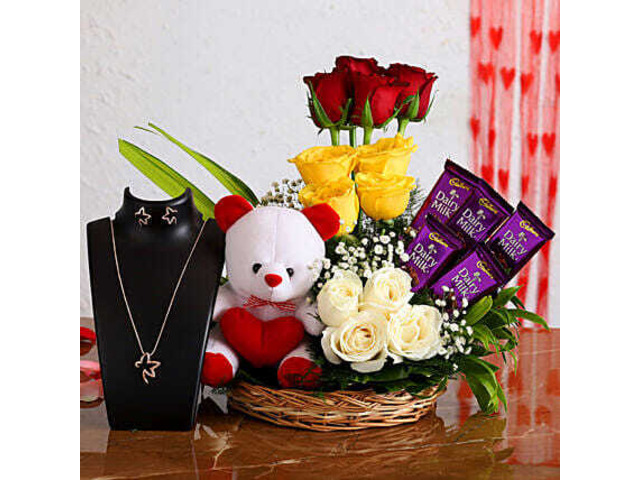 Flowers, Cakes and Gifts Delivery in Laxmi Nagar - 1