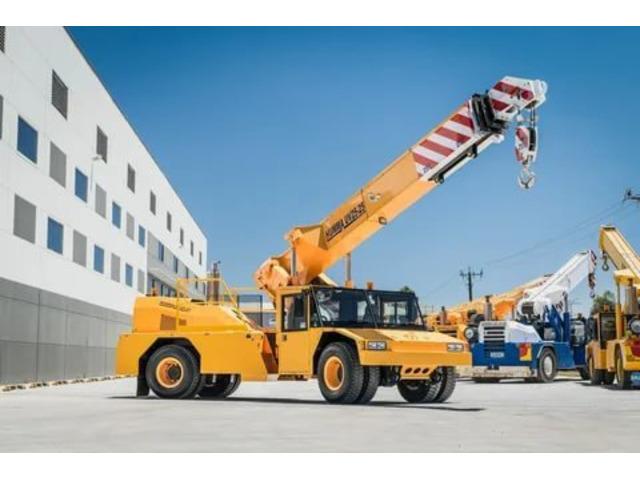 Crane Truck Hire Melbourne - 1