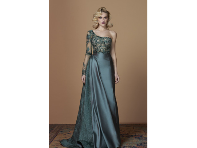 Attractive Mother of the Bride and Groom Outfits  for Every Style and Season - 4