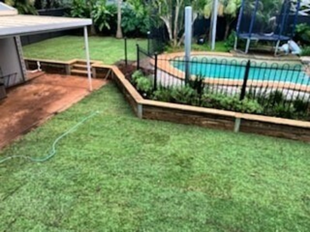 Retaining wall with steps and a full returf - 2