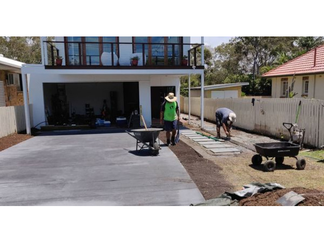 Landscaping in Lota - Paving, concrete driveway, gardens and feature fence - 5