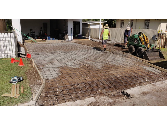 Landscaping in Lota - Paving, concrete driveway, gardens and feature fence - 6