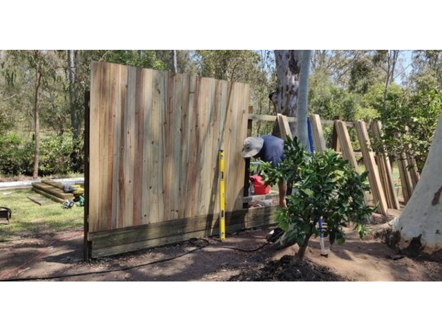 Landscaping in Lota- Fencing - 4