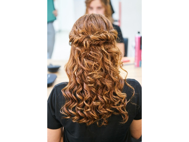 Get an Attractive Look at Manipulate Hair Studio - 1