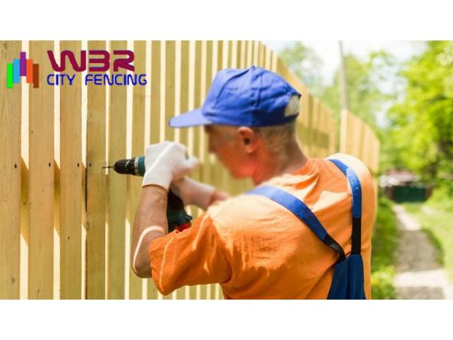 Approach a reliable glass fencing contractor to get durable fencing materials - 5