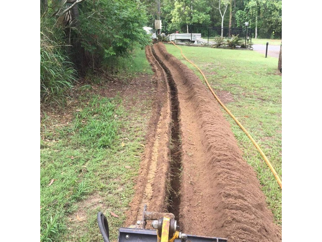 Trenching for electrical cable - Rogers Little Loaders. - 3