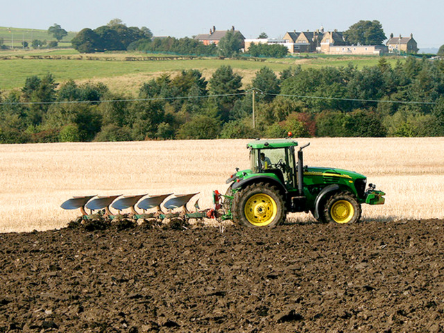 Get Commercial Tractor Insurance in Australia - 1