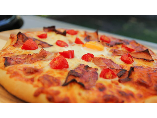 Get 15% off  Aroma's Pizza House,Use Code OZ05 - 5