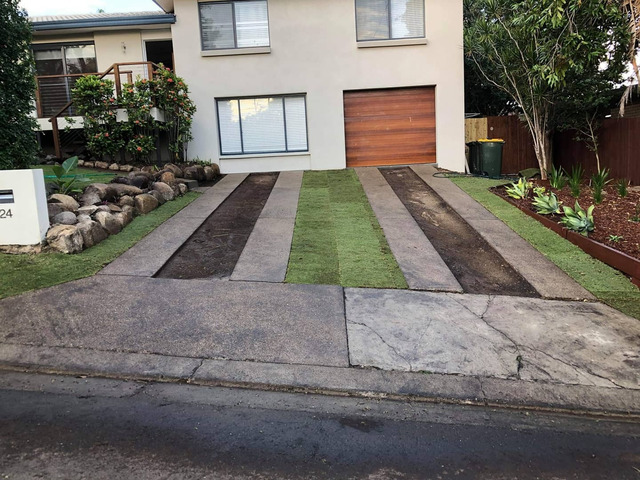 Returfing Front Yard Makeover - Rogers Little Loaders. - 1