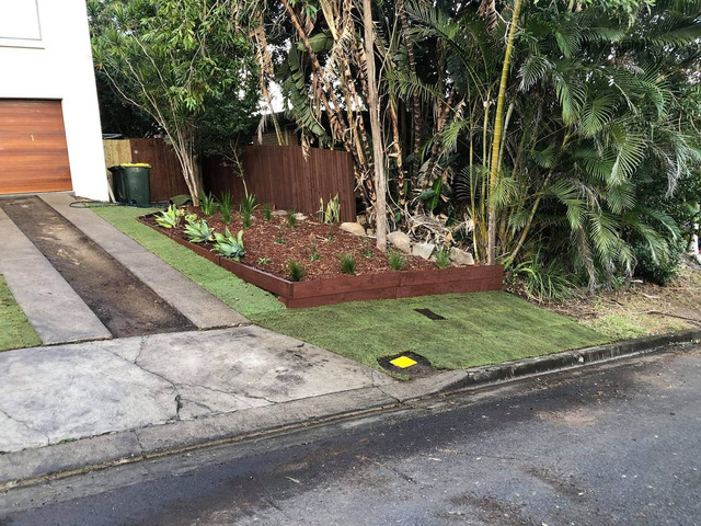 Returfing Front Yard Makeover - Rogers Little Loaders. - 2