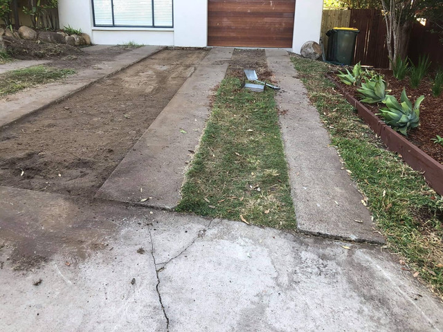 Returfing Front Yard Makeover - Rogers Little Loaders. - 3