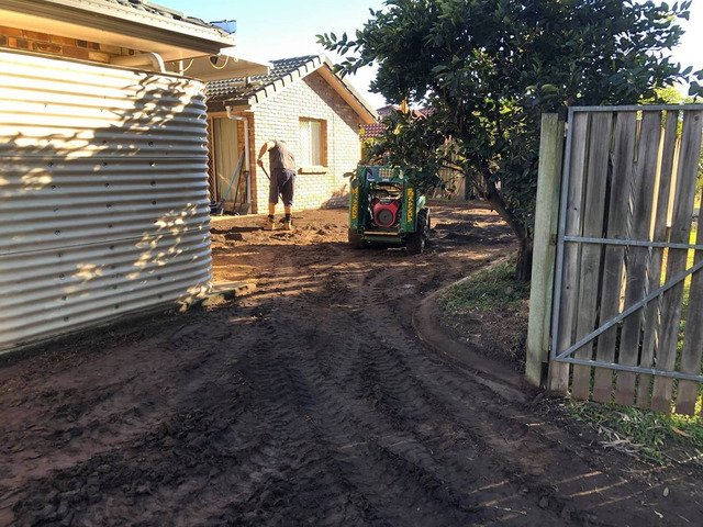 Give your yard a fresh start at life at Coopers Plains., Queensland. - Rogers Little Loaders. - 3