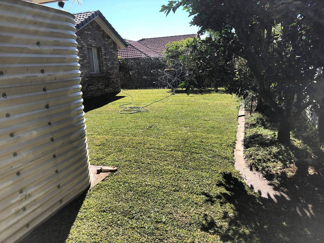 Give your yard a fresh start at life at Coopers Plains., Queensland. - Rogers Little Loaders. - 7